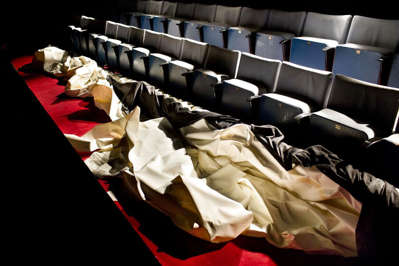 Det legendariske biograflærred, som Simon Spies fik sat op i Merkur, blev brutalt skåret i stykker torsdag aften ved Gaffa Showet - i det nuværende Bremen.