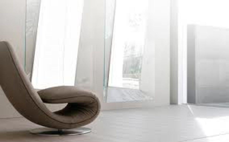 a8bd38cce73 Designeren Angelo Tomaiuolo har skabt denne fantastiske, kurvede stol  inspireret af spiralformede fossiler. Denne stol kan derfor også foldes og  blive til ...