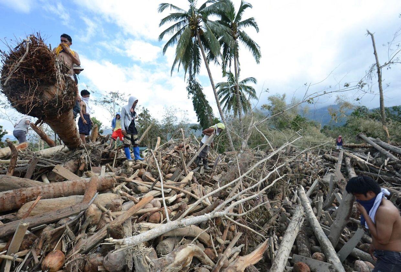 Ødelæggelser var enorme da orkanen første gang ramte landet.