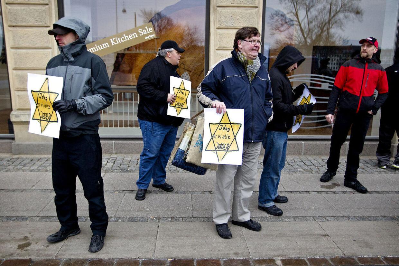 Medlemmer af SIAD, Stop Islamiseringen af Danmark, demonstrerede i dag til fordel for det jødiske samfund i Danmark.