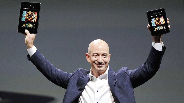Stifteren af og administrende direktør i Amazon Jeff Bezos har formentligt fået armene ned igen, efter han fik en gevaldig øretæve på det amerikanske aktiemarked fredag.
