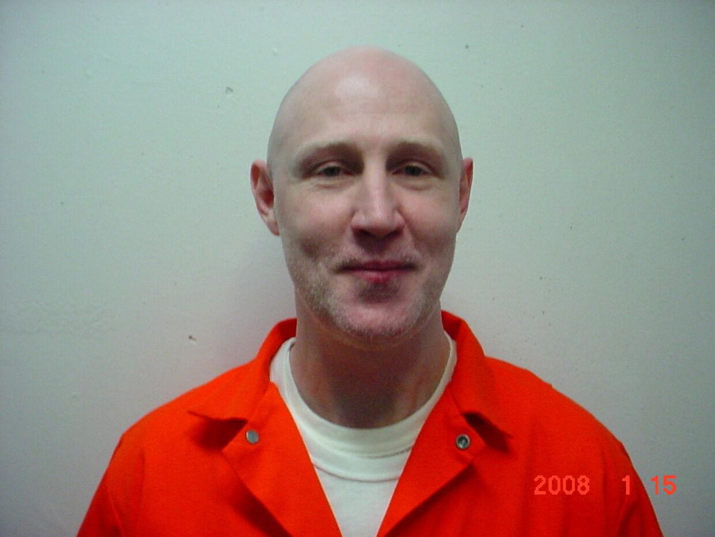 Ronnie Lee Gardner dræbte i 1984 bartenderen Melvyn Otterstrom. Året efter måtte advokaten Michael Burdell lade livet, da Gardner forsøgte at stikke af i forbindelse med sin retssag.