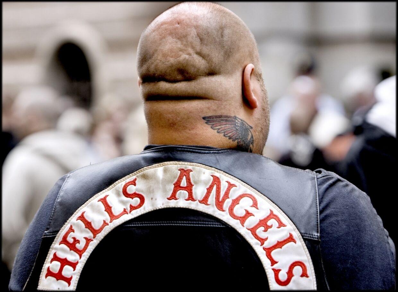 Hells Angels-medlem med rygmærke.