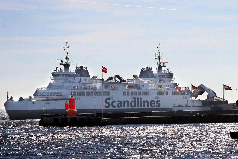 Scandlines færge mellem Helsingør og Helsingborg. Færgen ´Hamlet ´ på vej ind i Helsingør Havn.