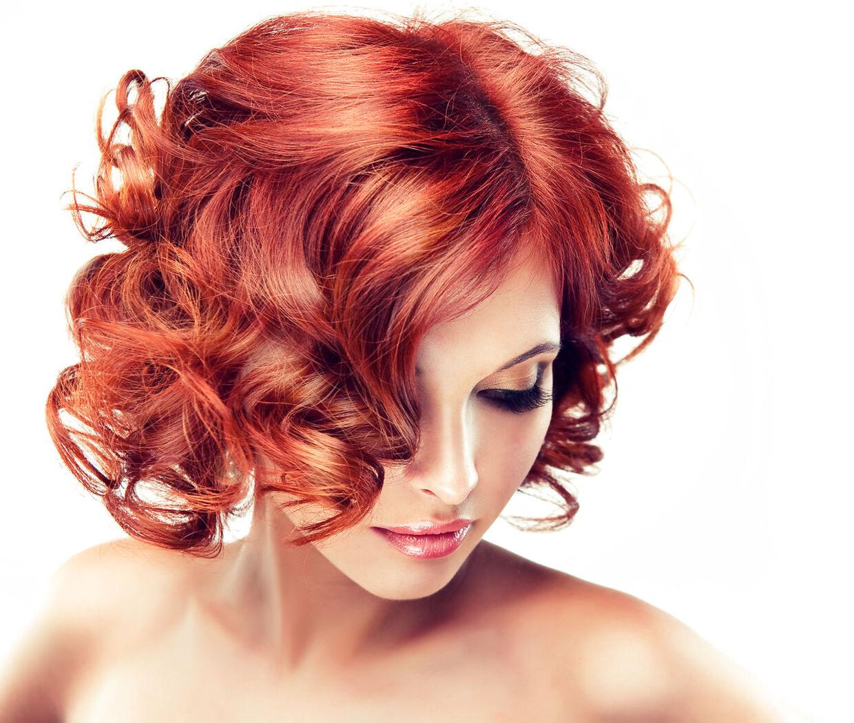 Rødhårede mennesker kan være genetisk overlegne. I hvert fald på nogle punkter. Det gen, der farver håret rødt, kaldes MC1R og det kan have betydning for bl.a. din smertetærskel og intelligens.