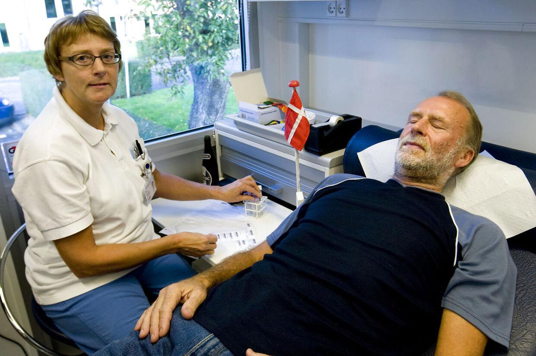 Bolddonor Ove Rasmussen fra Tarm giver blod for gang nr. 100.