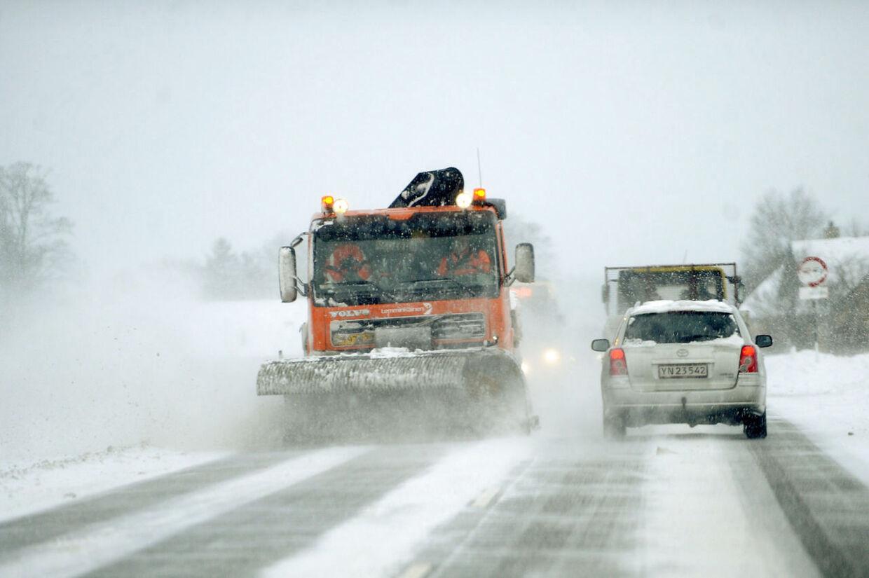 Bilerne skøjter rundt i morgentrafikken tirsdag morgen (arkivfoto)