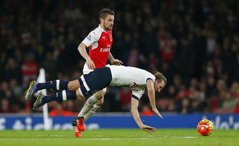 Arsenals franske back Mathieu Debuchy kan være på vej til Manchester United.