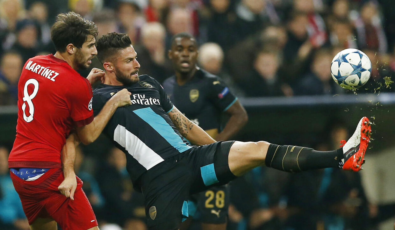 Bayern Münchens Javi Martinez er ude med en skade, så Bayern München overvejer at hente en erstatning.