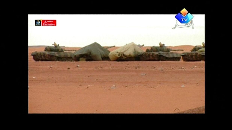 Tanks i ørkenen nær det gasanlæg, hvor islamiske terrorister tog adskillige hundrede gidsler.