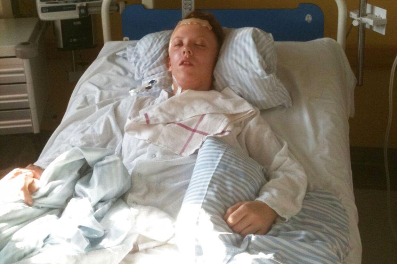 DR1 Dokumentaren - Pigen der ikke ville dø DR1 Dokumentar fortæller den fantastiske historie om pigen Carina, der snyder lægernes forudsigelser og pludselig vågner i hospitalssengen, efter at familien har sagt ja til organdonation.