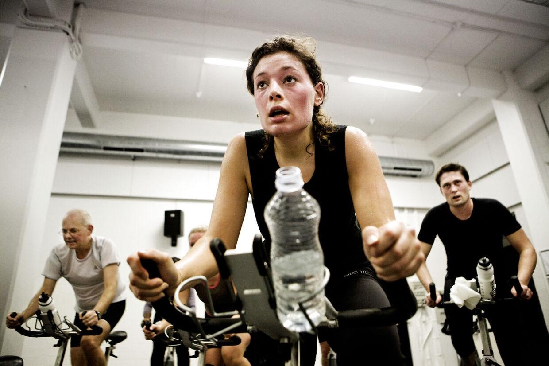 Motion anbefales i hele din graviditet, men sportsgrene med risiko for styrt, fald, slag og stød frarådes dog.