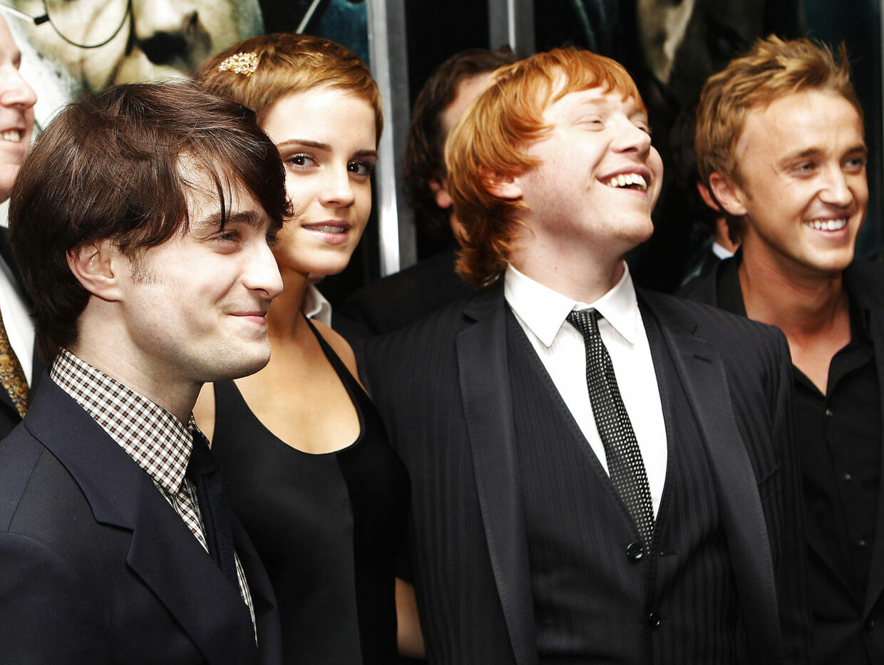 "Actors (L-R) Daniel Radcliffe, Emma Watson, Rupert Grint and Tom Felton pose at the premiere of ""Harry Potter and the Deathly Hallows: Part 1"" in New York November 15, 2010. REUTERS/Shannon Stapleton (UNITED STATES - Tags: ENTERTAINMENT)"
