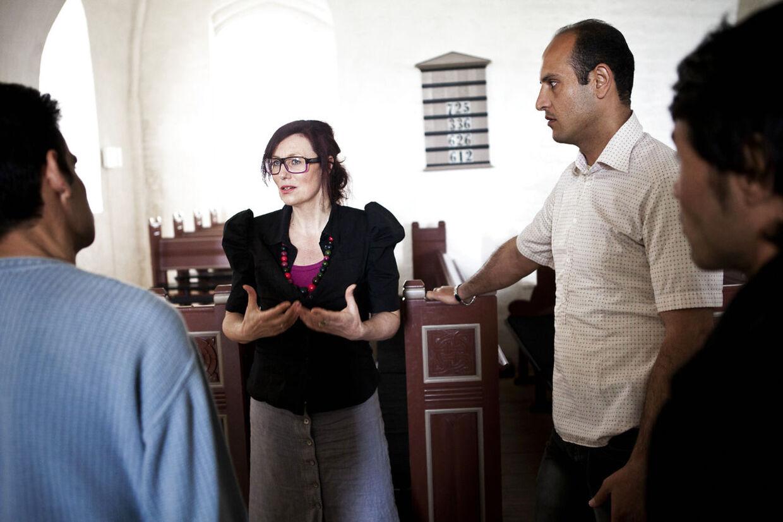 Efter omtalen i pressen er chikanen modKawa (tv),Sadegh (m) ogJavad (th), som bor hos sognepræst Helle Frimann Hansen,blevet intensiveret.