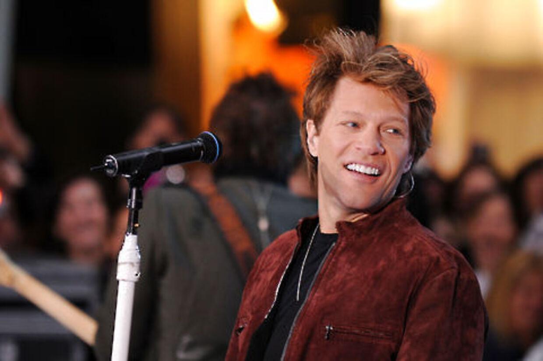 Jon Bon Jovi har hjaft en hård nat. En af hans sønner blev søndag nat hasteindlagt på hospitalet.