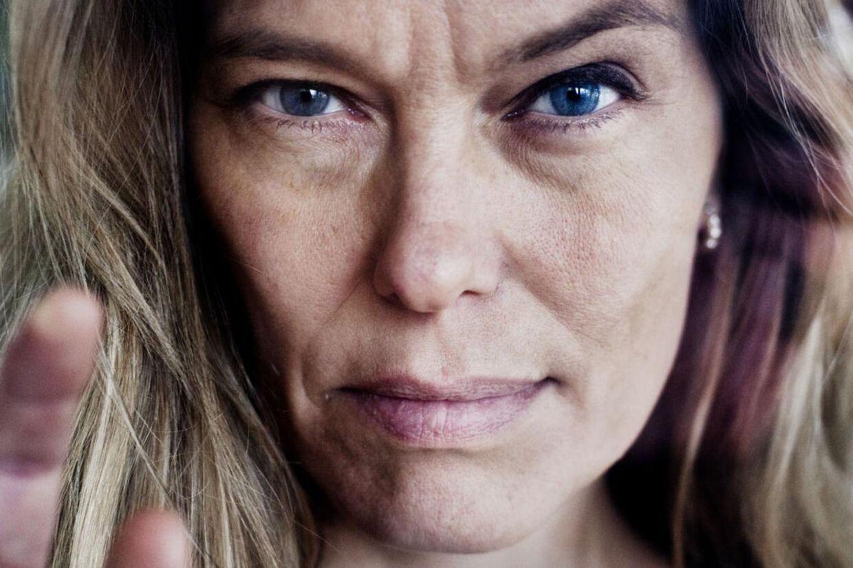 Renee Toft Simonsen, dansk forfatter, psykolog og tidligere fotomodel skal ikke skilles fra rocksangeren Thomas Helmig, som hun har været gift med i 12 år.