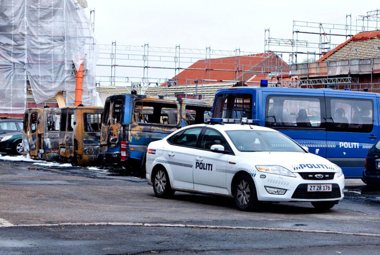 13 politibiler blev i maj 2010 sat i brand ved Politiskolen i Brøndby. Tidligere var der blevet rettet brandattentat mod Kopenhagen Fur i Glostrup og Pelsbox Danmark i Herlev.