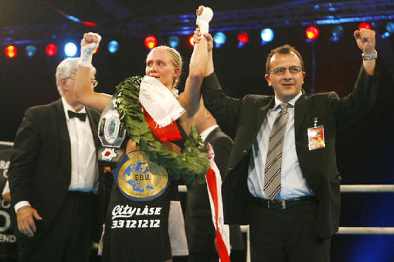 Vinni Skovgaard er ny europamester i letweltervægt efter sejr over Kornelia Zimmer.