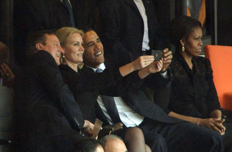 Dette foto er gået verden rundt, og har skabt heftig debat. Men det billede, Thorning har taget, er der ingen der har set. Det er ikke særlig godt, siger hun. AFP PHOTO / ROBERTO SCHMIDT