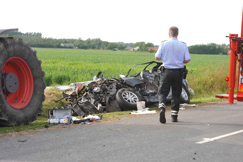 Bilen med de fire ældre personer blev mast totalt flad, da den 30 tons tunge gyllevogn kørte hen over den.