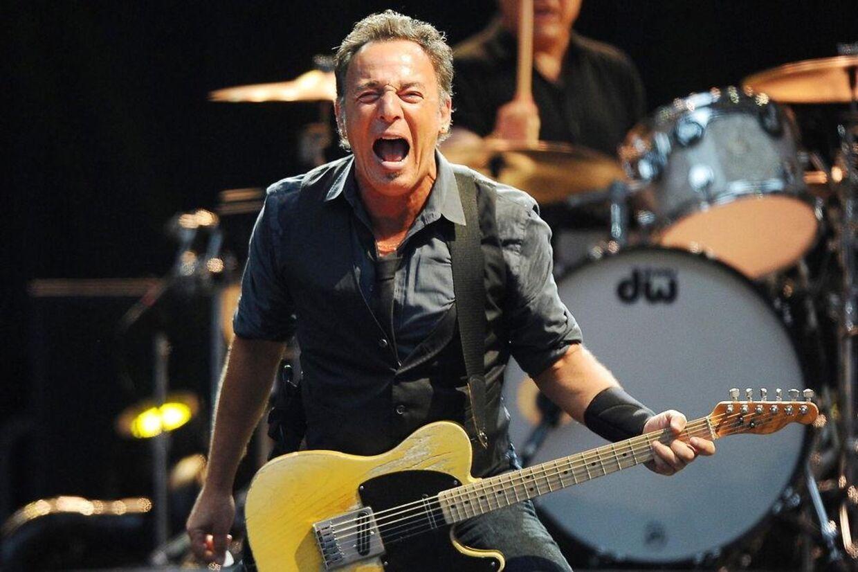 Bruce Springsteen kommer ikke alene til Roskilde Festivalen. Til maj næste år indtager 'The Boss' også Parken i København.