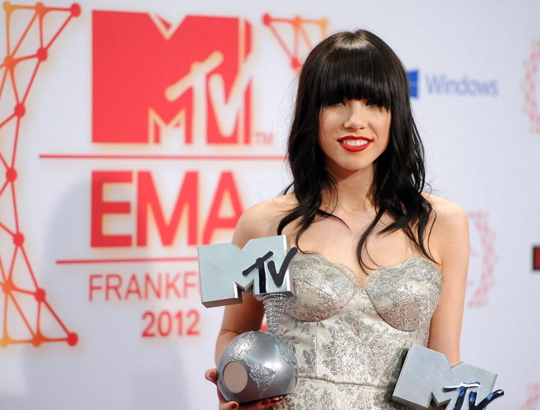 Kvinden bag ét af årets største hits, 'Call Me Maybe', Carly Rae Jepsen har været i studiet med en danske gruppe. Klik videre for at se, hvem.
