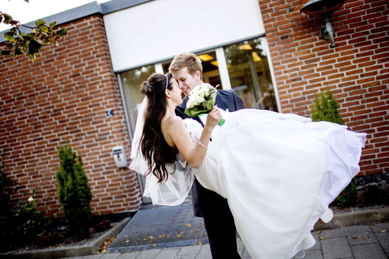 21-årige Anna Ivannikova og Dimitri Stezel kan endelig leve sammen, nu hvor de er gift.