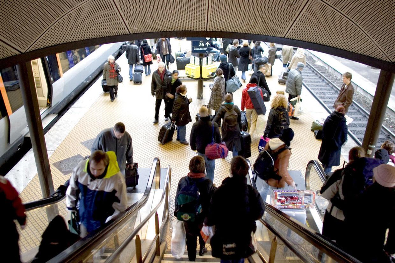 DSB afviser at fjerne uledsagede pakker i togene, sådan som formand for pendlerne foreslår for at undgå gentagelser af onsdagens bombealarm.