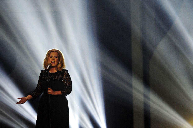 Adeles Grammy-vindende album »21« er det bedst sælgende album på iTunes i USA i år, oplyser Sky News.