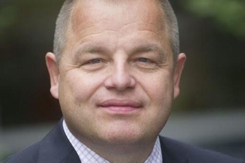 Bankekspert Lars Krull fra Aalborg Universitet forudser, at nogle små banker vil overlevet og fortsætte lokalt.