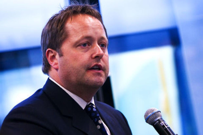 Trafikminister Jakob Axel Nielsen er chokeret over, at endnu et Dash 8 fly måtte sikkerhedslande.