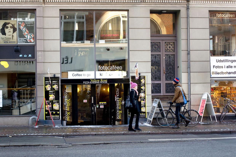 Velkommen til Danmarks klammeste kebab. Pizza- og kebab-restauranten Yellow Rose på Vesterbro i København har gennem hele 2012 holdt Fødevarekontrollen travlt beskæftiget.