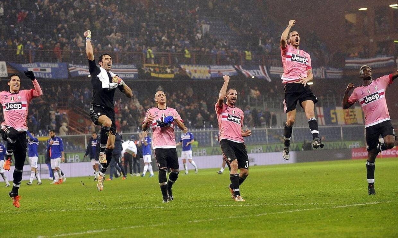 Glade Juventus-spillere fejrer sejren over Sampdoria.