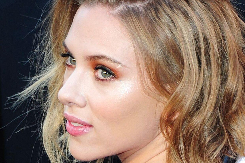 Flere sladderblade skriver, at Scarlett Johansson har forladt kæresten gennem det seneste år, Nate Naylor.