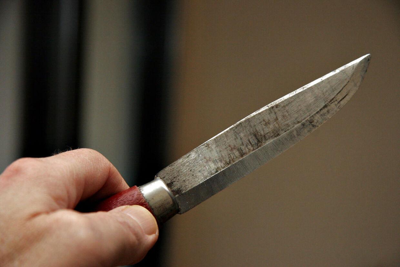 Tre hjemmerøvere truede fredag eftermiddag en mand i Sønderjylland med et kniv under et hjemmerøveri. De blev anholdt i Tyskland få timer senere (Arkivfoto)