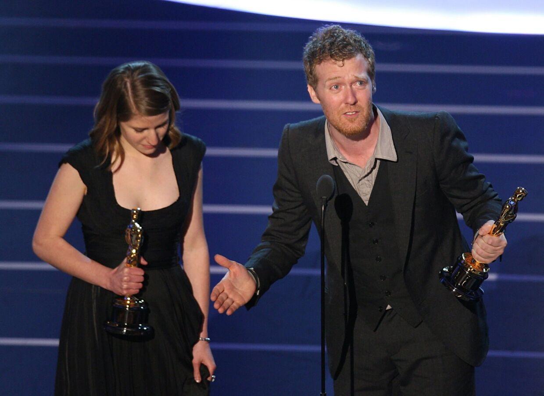 Oscar-sejren i 2007 gjorde Glen Hansard (her sammen med Markéta Irglova) både glad og trist. Bruce Springsteen forklarede ham hvorfor. Foto: AFP