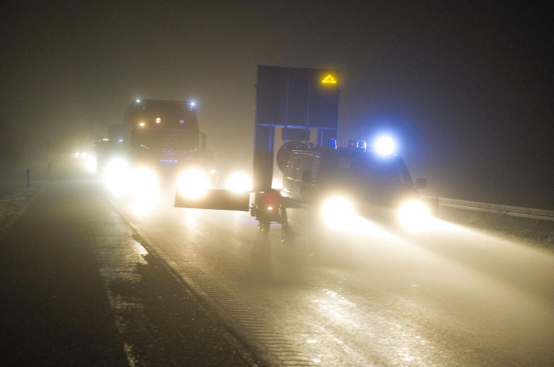 Sådan kan det komme til at se ud lørdag aften og nat mange steder i landet. Meteorologerne advarer nemlig om risiko for tæt tåge. Billedet er fra en tidligere lejlighed, hvor tågen førte til uheld på den nordjyske motorvej. (Arkivfoto)
