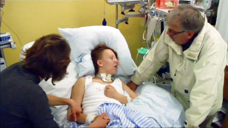 Carina Melchior snød lægernes forudsigelser og vågnede pludselig i hospitalssengen, efter at familien har sagt ja til organdonation. Nu får endnu en lignende sag Aarhus Universitetshospital til at iværksætte en undersøgelse.