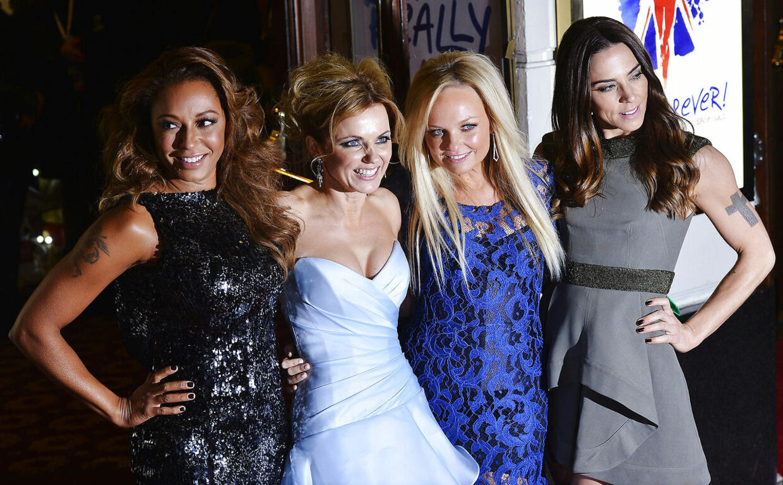 Victoria Beckham kom for sent til premieren på 'Viva Forever', og de resterende Spice Girls måtte posere alene.
