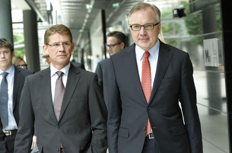 Dong pressemøde. Lars Rebien Sørensen, bestyrelsmedlem, (tv) og bestyrelsformand, Fritz Schur ankommer til pressemødet i Gentofte onsdag den 28. marts. (Foto: keld Navntoft/Scanpix 2012)