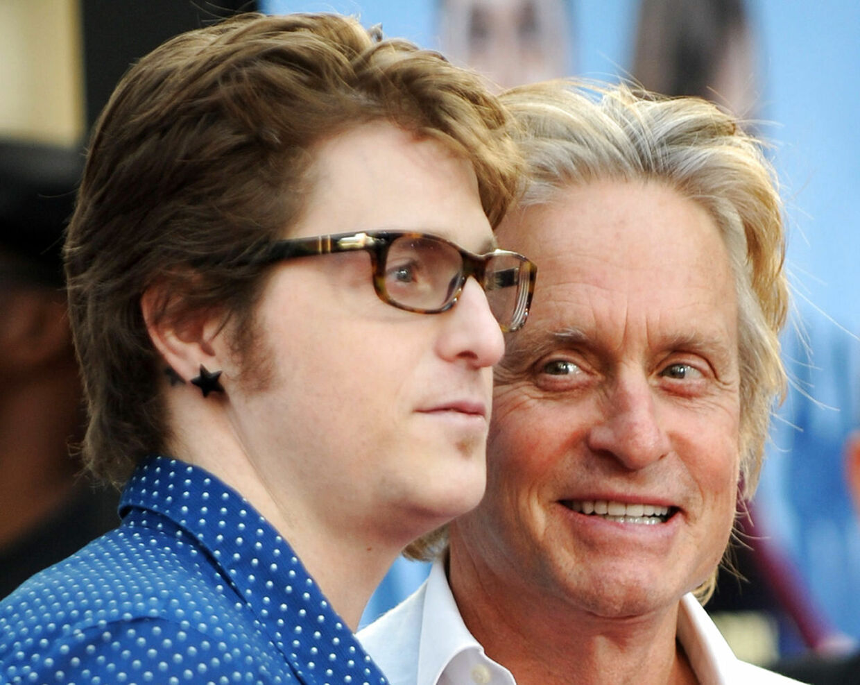 "Actor Michael Douglas arrives with his son Cameron Douglas for the world premiere of ""Ghosts of Girlfriends Past"" at the Grauman's Chinese Theater in Hollywood, California, on April 27, 2009. AFP PHOTO / GABRIEL BOUYS"