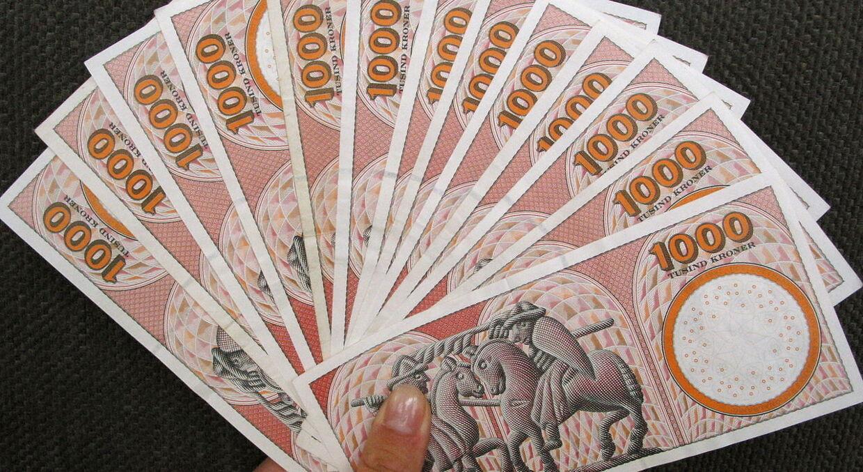 April måned vil give sorte tal på en lang række almindelige danskeres bankbøger.