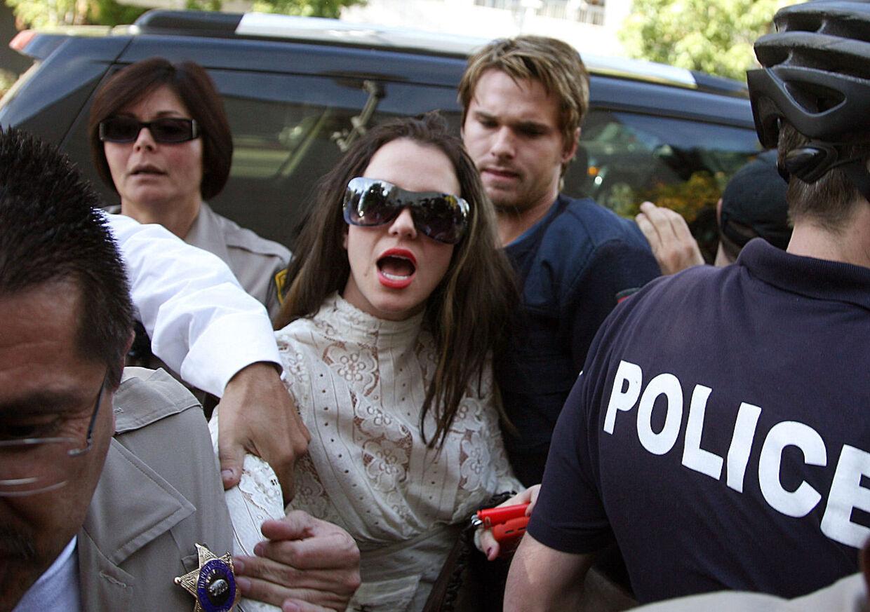 Skandalerne ville ingen ende tage, da Britney Spears i 2007 fik et psykisk nedbrud og måtte indlægges.
