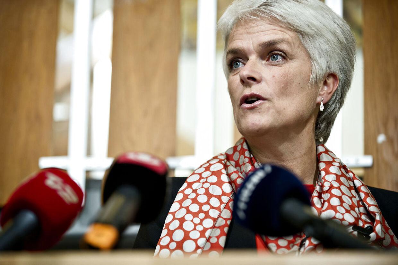 Flere SFere vil have Annette Vilhelmsen til at stå fast over for de Radikale og Socialdemokraterne i regeringen. Hun bør bekæmpe planerne om at sænke kontanthjælpen for unge.