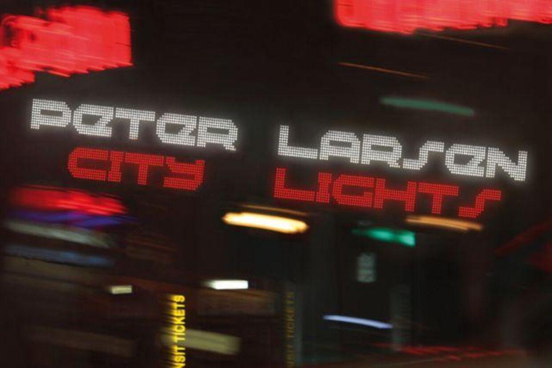 Peter Larsen synger på engelsk på sit nye album 'City Light'