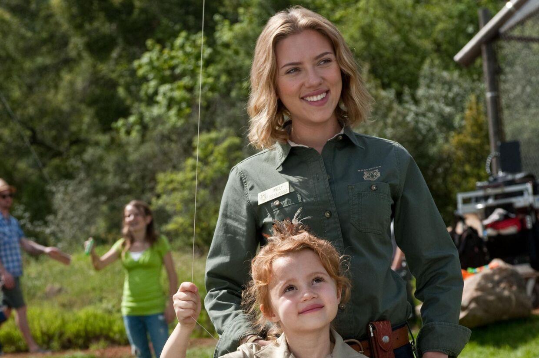Scarlett Johansson med sin kommende film-steddatter.