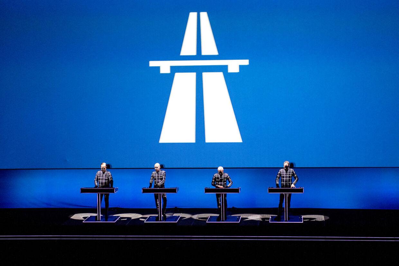 De tyske elektrolegender Kraftwerk spillede torsdag d. 26. februar 2015 den første af 8 koncerter i DRs Koncerthus. Krafwerks The Catalogue - 12345678 i 3D bliver en kronologisk gennemgang af de tyske pionerers otte mesterværker tilsat spektakulære tredimensionelle lyd- og lyseffekter. Ved at kombinere musik og billeder vil Kraftwerks optrædener illustrere over 40 års musikalsk og teknisk innovation, hvor de også inkluderer nye mix og improvisationer, 3D-projektioner og computeranimationer.