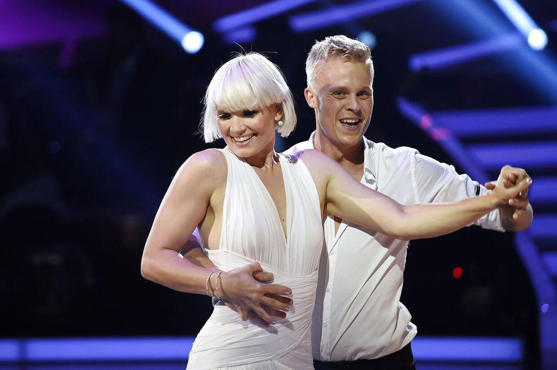 Det er et par uger siden, sangerinden Sharin Foo til mange af de mandlige seers ærgelse røg ud af Vild med dans. Men selv om det ærgrer hende lige så meget, så stråler sangerinden af forelskelsen i en - endnu - ukendt dansk mand.