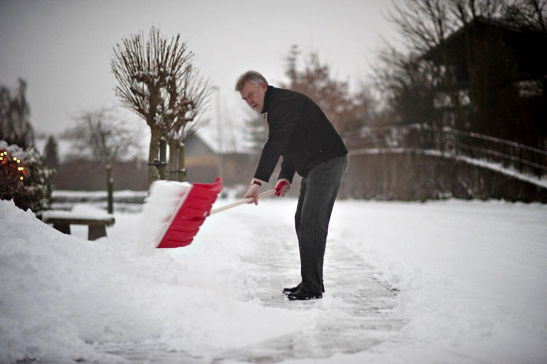 Det kan blive en dyr fornøjelse, hvis du glemmer at rydde sneen. (Arkivfoto) (Foto: Claus Fisker/Scanpix 2011)