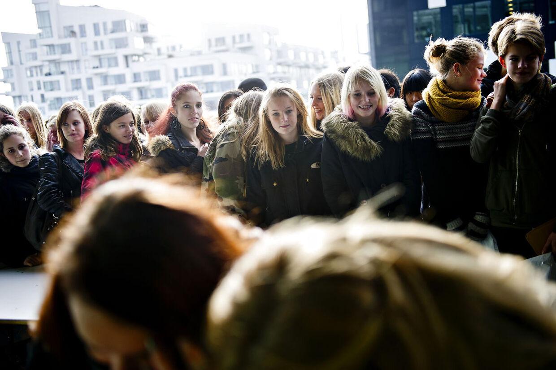 Omkring 300 piger brugte deres sidste dag i efterårsferien for at sende signal om at stoppe mobning.